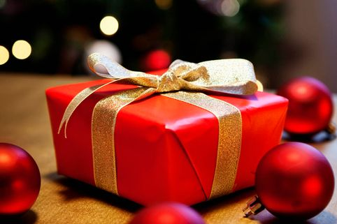 Are gifts to customers tax deductible?